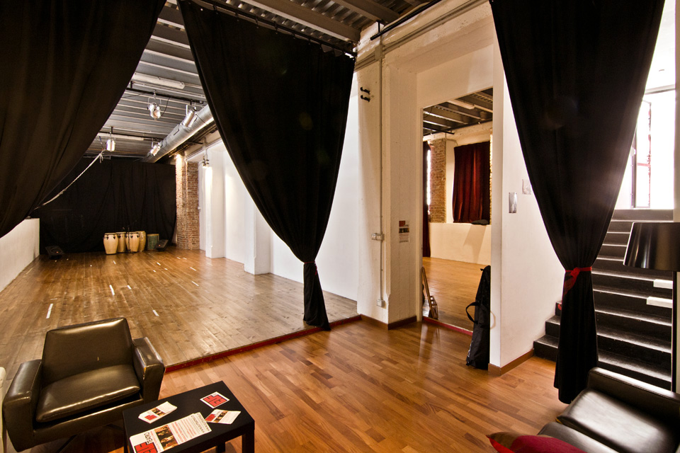 Elf Associazione Culturale - Lo spazio: atrio di ingresso all'open space